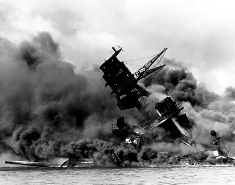 Shipwreck「USS Arizona burning after the Japanese attack on Pearl Harbor.」:スマホ壁紙(17)