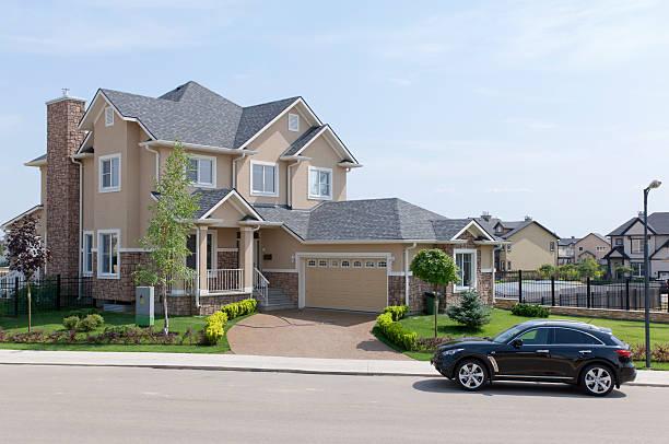 Brand new suburban house in sunny summer afternoon.:スマホ壁紙(壁紙.com)