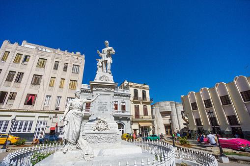 Engineer「Statue of the engineer Francisco de Albear, made of Carrara marble, in a small park of old Havana.」:スマホ壁紙(18)