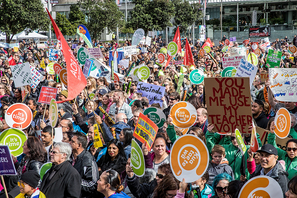 Instructor「New Zealand Primary School Teachers Go On Strike After Rejecting Government's Pay Rise Offer」:写真・画像(12)[壁紙.com]