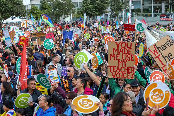 Instructor「New Zealand Primary School Teachers Go On Strike After Rejecting Government's Pay Rise Offer」:写真・画像(13)[壁紙.com]