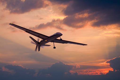無人航空機「ドローンが空を飛んで」:スマホ壁紙(10)