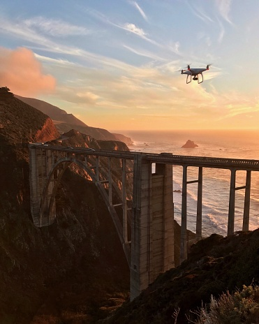 Big Sur「Drone flying over Bixby Bridge at sunset, California, America, USA」:スマホ壁紙(3)