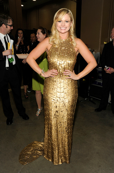 Halter Top「47th Annual Academy Of Country Music Awards - Backstage」:写真・画像(3)[壁紙.com]