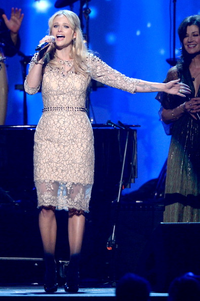 Nude Colored Dress「The 2014 MusiCares Person Of The Year Gala Honoring Carole King - Show」:写真・画像(11)[壁紙.com]