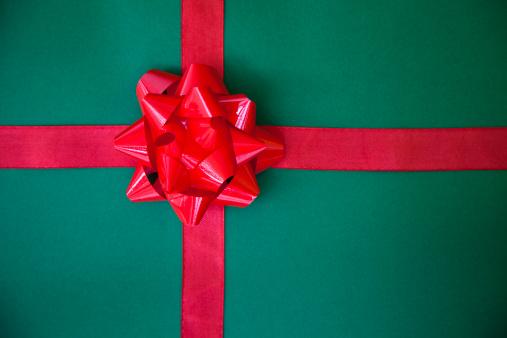 プレゼント「グリーンのギフトにレッドのリボン」:スマホ壁紙(7)