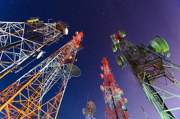 Ground view of telecommunication towers:スマホ壁紙(壁紙.com)