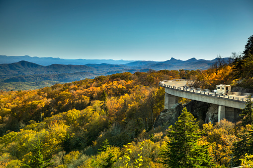 Great Smoky Mountains National Park「Linn Cove Viaduct Blue Ridge parkway in autumn」:スマホ壁紙(8)