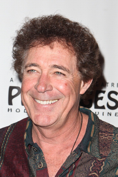 """Barry Williams「Opening Night Of """"Avenue Q"""" At The Pantages Theatre - Red Carpet」:写真・画像(11)[壁紙.com]"""