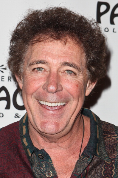 """Barry Williams「Opening Night Of """"Avenue Q"""" At The Pantages Theatre - Red Carpet」:写真・画像(14)[壁紙.com]"""