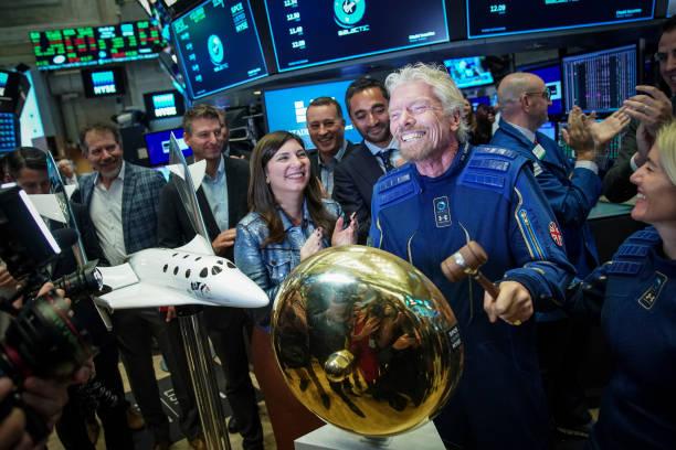 Sir Richard Branson Rings Opening Bell As Virgin Galactic Holdings Joins NYSE:ニュース(壁紙.com)