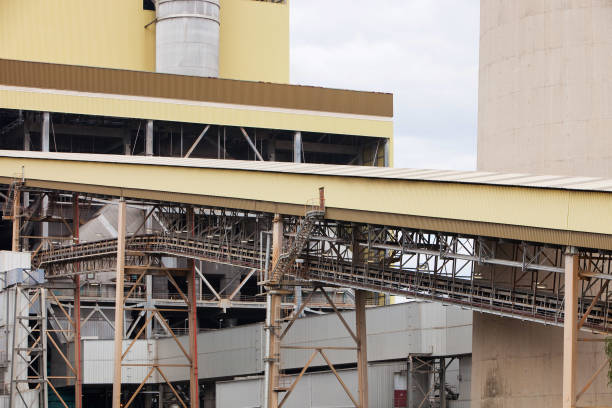 The Yan Lang coal fired power station in the Latrobe Valley, Victoria, Australia. It uses coal from an open cast coal mine across the road from it, as the Latrobe Valley has massive coal reserves close to the surface. The industry is responsible for dest:ニュース(壁紙.com)