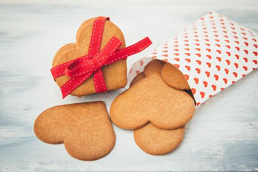 ハート「Paper bag with Heart shaped cookies for Valentine's Day」:スマホ壁紙(12)