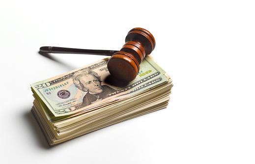 American One Hundred Dollar Bill「Gavel sitting on pile of dollars」:スマホ壁紙(12)