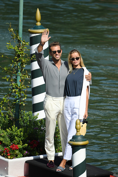 Maroon「Celebrity Excelsior Arrivals During The 77th Venice Film Festival - Day 1」:写真・画像(14)[壁紙.com]