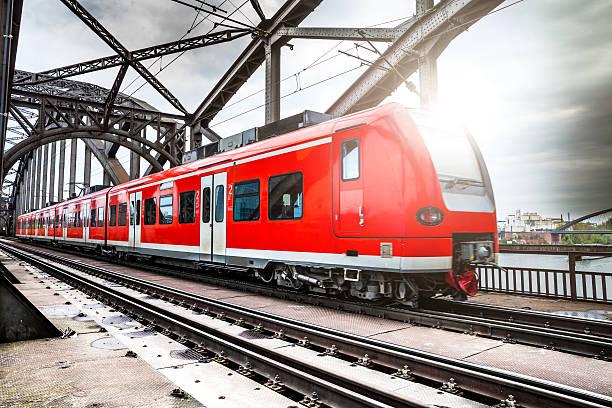Passenger Train passing on a bridge in Frankfurt, Germany:スマホ壁紙(壁紙.com)