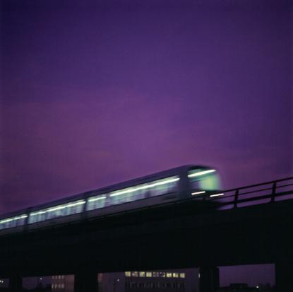 Passenger「Passenger Train Speeding on an Urban Bridge Against a Purple Night Sky」:スマホ壁紙(18)