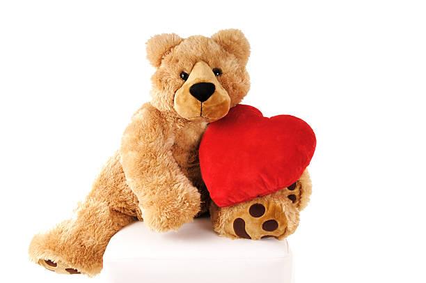 Reddy bear holding heart-shaped cushion:スマホ壁紙(壁紙.com)