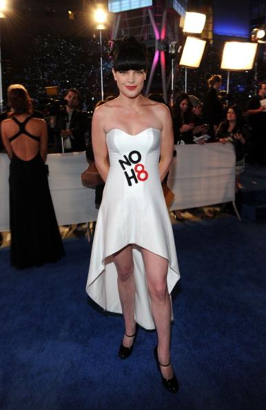 Strapless Dress「2011 People's Choice Awards - Red Carpet」:写真・画像(8)[壁紙.com]
