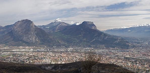 グルノーブル「Panaramic View Of The Old Grenoble And The Centre Of Nuclear Sciences」:スマホ壁紙(2)