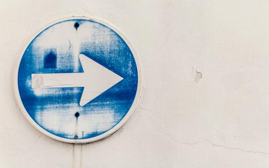 Directional Sign「Spain, Arrow sign, close up」:スマホ壁紙(18)