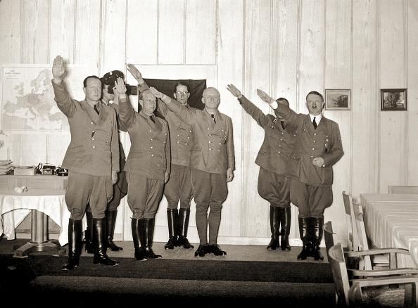 Saluting「Hitler And Guests At Berghof」:写真・画像(19)[壁紙.com]