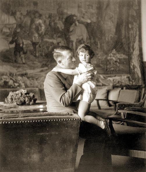 子供時代「Hitler And Young Girl」:写真・画像(13)[壁紙.com]