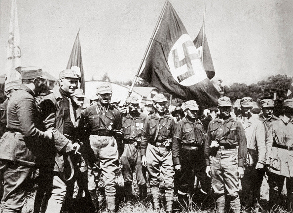 Weimar「Adolf Hitler And Members Of The SA At The Weimar Rallies Germany 3rd-4th July 1926」:写真・画像(14)[壁紙.com]