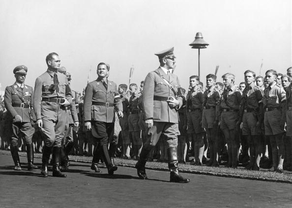 Teenager「Adolf Hitler is pacing off a formation of Hitleryo」:写真・画像(5)[壁紙.com]