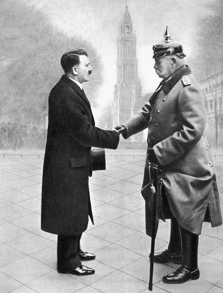 Chancellor「Adolf Hitler Shaking Hands With President Von Hindenburg Germany 1933」:写真・画像(16)[壁紙.com]