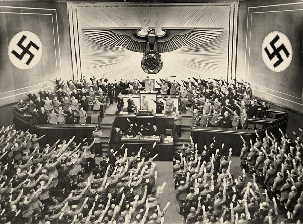 Public Building「Adolf Hitler in the german Reichstag」:写真・画像(16)[壁紙.com]
