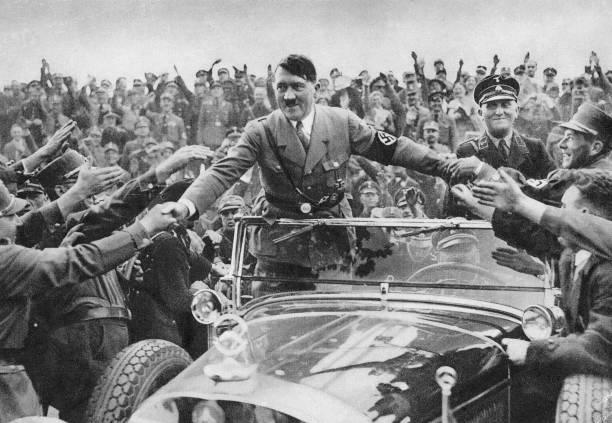 Hitler In Crowd:ニュース(壁紙.com)