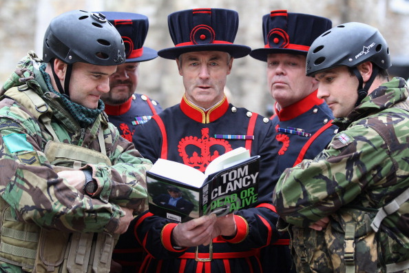 Dan Kitwood「Red Devils Launch Tom Clancy's New Novel At The Tower Of London」:写真・画像(11)[壁紙.com]