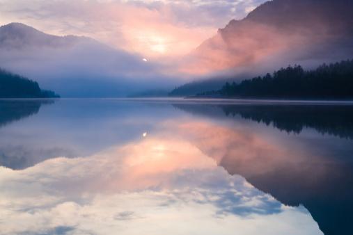 胸を打つ「plansee 湖」:スマホ壁紙(2)