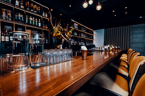 Alcohol - Drink「Modern empty night bar, wide angle near bar counter.」:スマホ壁紙(18)