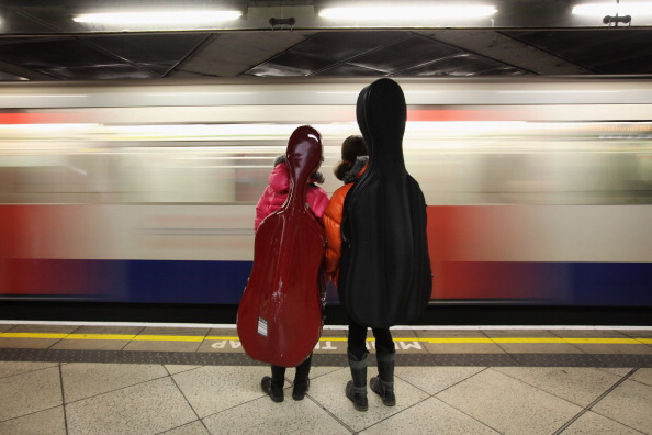 楽器「People Travel On London's Underground System」:写真・画像(7)[壁紙.com]