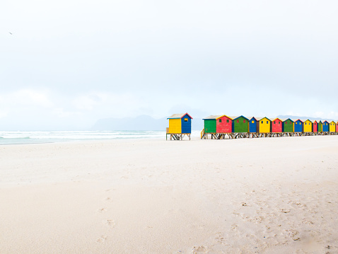 Changing Cubicle「Colourfully painted bathing boxes (cubicles) at Muizenberg beach. Cape Town, South Africa」:スマホ壁紙(15)