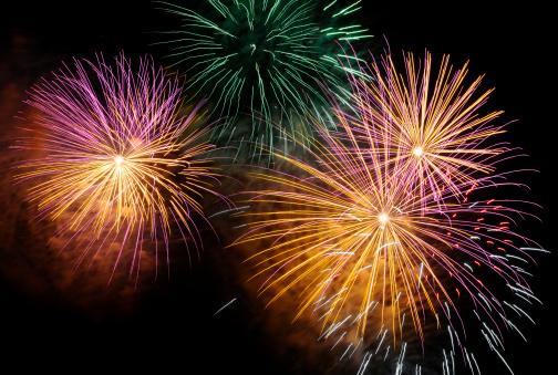 お正月「元旦、独立記念日、カラフルな花火で分離ブラック」:スマホ壁紙(1)