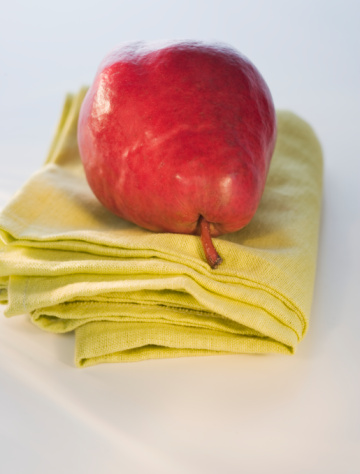 Napkin「Red Bartlett pear on napkin, close-up」:スマホ壁紙(15)
