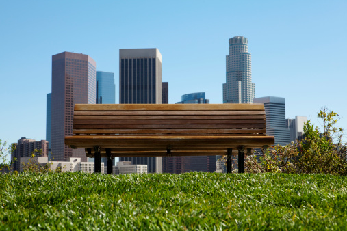 Downtown District「an empty bench in front of city skyline」:スマホ壁紙(17)