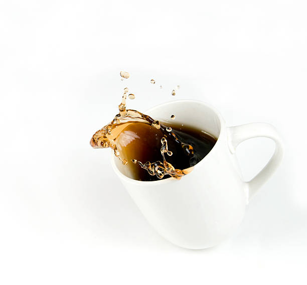 Splashing Cup of Coffee with Copy Space:スマホ壁紙(壁紙.com)