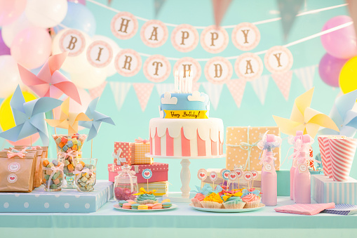 Birthday「Cake, candy and gifts at birthday party」:スマホ壁紙(0)