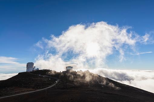 Haleakala National Park「View from Red Hill summit to Haleakala Observatory at sunset, Maui, Hawaii, USA」:スマホ壁紙(16)