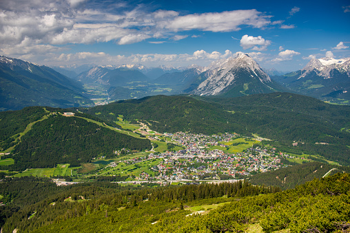 Central Eastern Alps「View from Rosshütte looking down on Seefeld and the Inn River valley beyond」:スマホ壁紙(7)