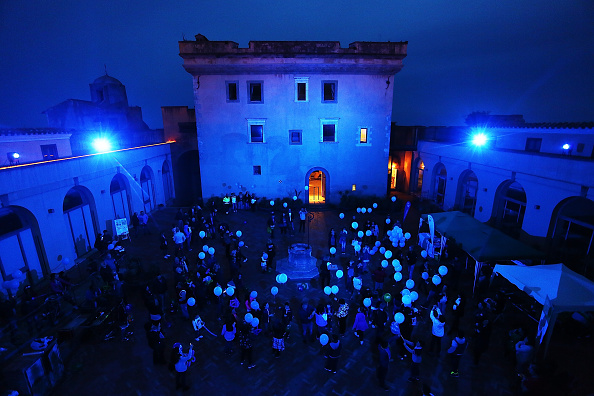 World Autism Awareness Day「World Landmarks Light It Up Blue for World Autism Awareness Day 2016」:写真・画像(0)[壁紙.com]