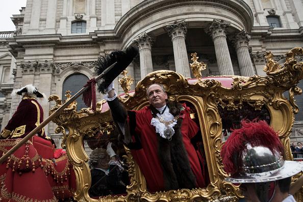 New「Crowds Watch The Lord Mayor's Show」:写真・画像(16)[壁紙.com]