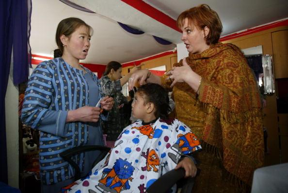 Kabul「Kabul Beauty School Teaches Women To Be Hairdressers」:写真・画像(3)[壁紙.com]