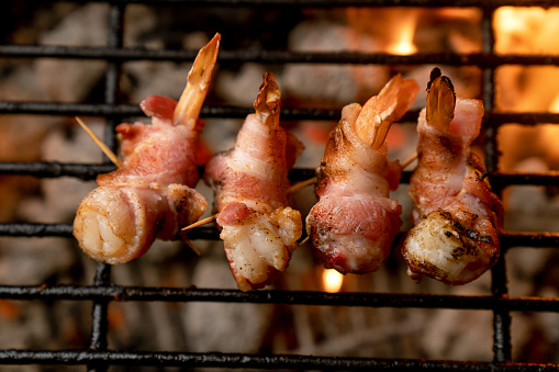 Char-Grilled「Selectively focused Bacon-Wrapped Shrimp on a Fiery Old-Fashioned Charcoal Grill」:スマホ壁紙(16)