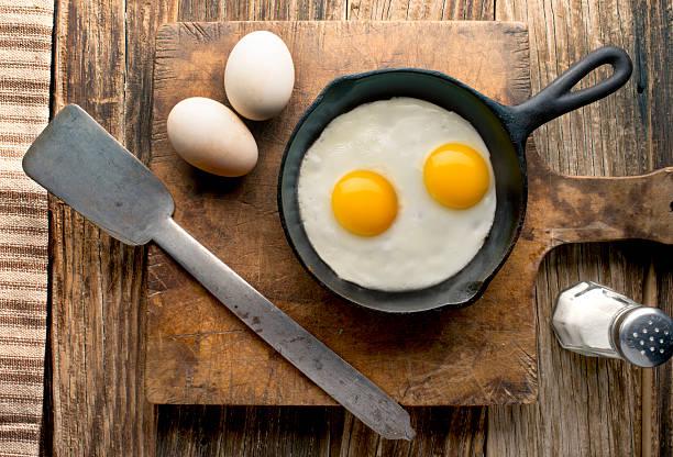 Eggs on barnwood:スマホ壁紙(壁紙.com)