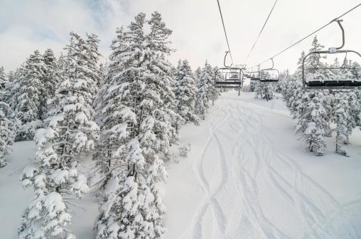 Ski Lift「Chair lift in Snowy Winter Landscape」:スマホ壁紙(14)